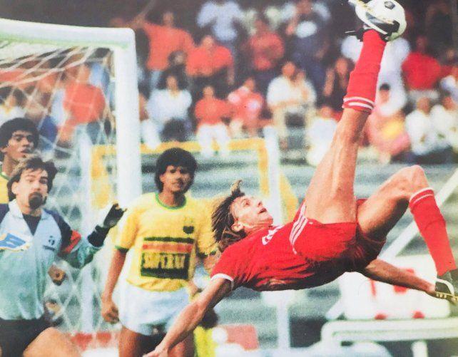 Revelan a qué jugador argentino quiso asesinar Pablo Escobar