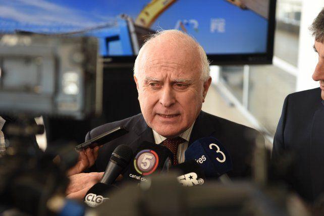 El gobernador pidió no tensar la cuerda con los aumentos.