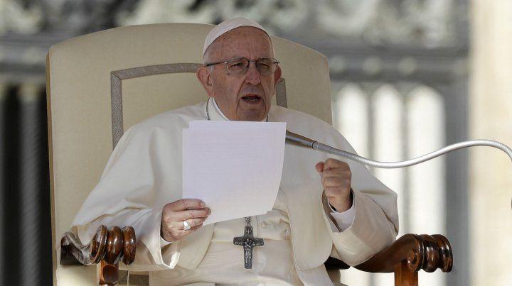 El Papa comparó el aborto con recurrir a un sicario para resolver un problema