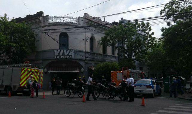 Dos heridos leves al producirse una fuerte explosión por un escape de gas en una pizzería