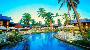 Confort a metros del mar. El Summerville Beach Resort, ubicado en la playa de Muro Alto, reúne confort y calidad en 70 mil metros cuadrados, a orillas del océano.