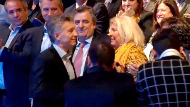 Gestos y miradas. Macri y Carrió se encontraron ayer en un acto de promoción de las pymes. Se saludaron de manera fría y distante.