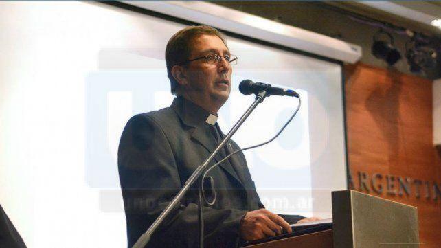 Al banquillo. El sacerdote Marcelino Moya enfrenta graves imputaciones.