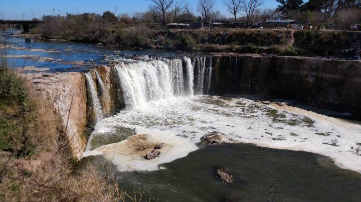 La quebrada. Se prevé realizar una presa de roca natural y se mantendrá intacta el área de reserva natural.