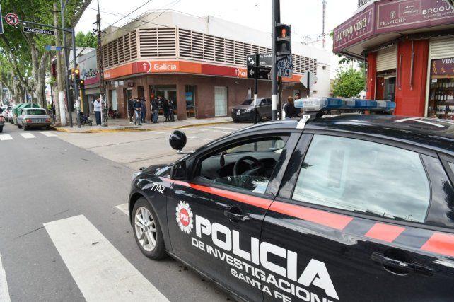 La sucursal de San Martín y Anchorena del banco Galicia fue asaltada en la tarde de hoy.