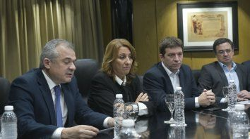 Lanzamiento oficial. La intendenta Mónica Fein, junto a funcionarios y directivos del Banco Municipal.