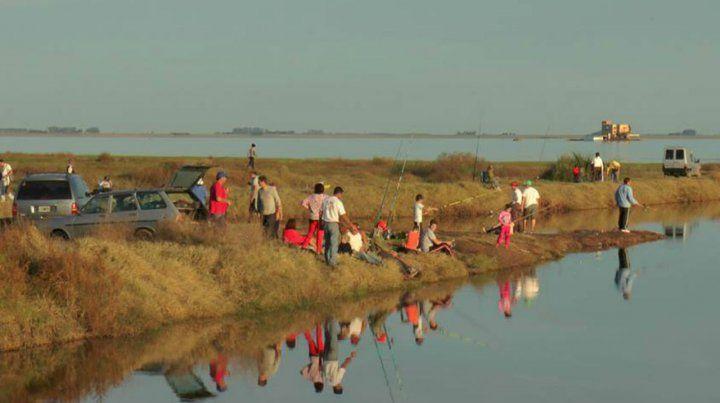 A partir de las primeras aproximaciones se decidió extender la veda hasta diciembre para permitir repoblar la laguna.