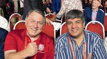 En Singapur. Pablo Moyano posó junto a Hoffa (h), referente de la ITF.