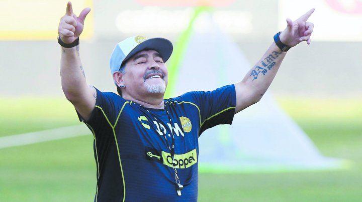 Maradona se acordó de Newells y polemizó con Central