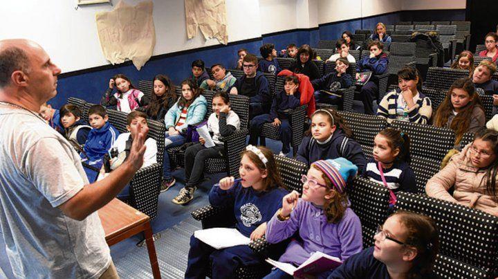 Para escuelas. El escritor infantil Pepo Foulques dicta talleres de escritura creativa en el Museo.