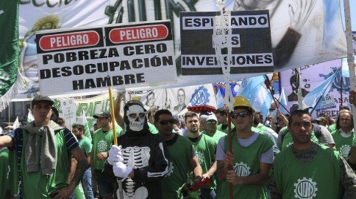 en la calle. Los manifestantes protestaron en la Secretaría de Trabajo.