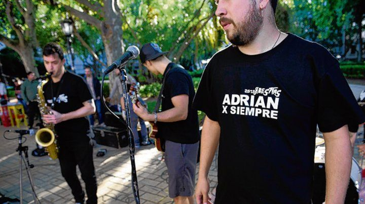 Evocación musical. Adrián Rodríguez tocaba en Raras Bestias.