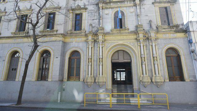 El colegio de Mendoza y Alem. Siguen las investigaciones.
