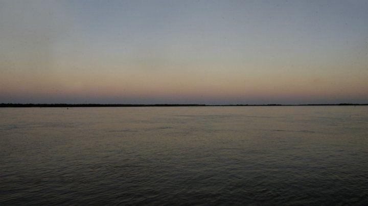 Amanecer junto al río.