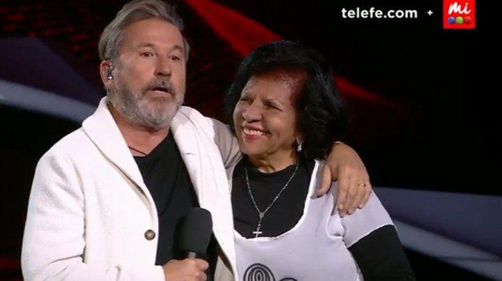 Emotivo reencuentro de Montaner y su profesora de piano en La Voz