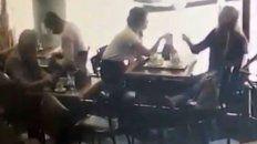 le robaron la cartera en un bar centrico y el hecho quedo filmado