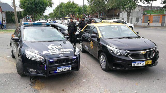 Balean a un taxista para robarle la recaudación en la zona oeste de Rosario