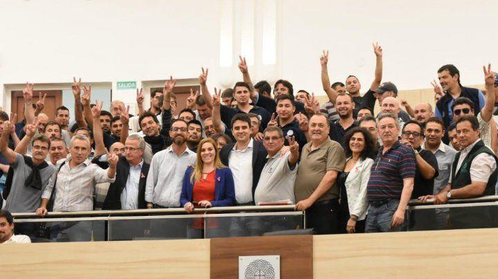 Los concejales y representantes de la UOM y de otros gremios de la ciudad celebraron la sanción de las ordenanzas para favorecer a las empresas rosarinas.