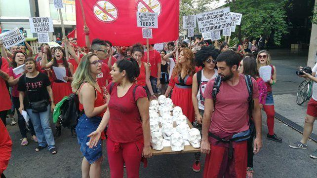 Rosario marchó por el recorte de la Ley Nacional de Teatro