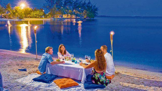 Playas y manjares. El destino caribeño ofrece a los visitantes una gran cantidad de lugares para deleitarse con una cena después de un soleado día de playa.