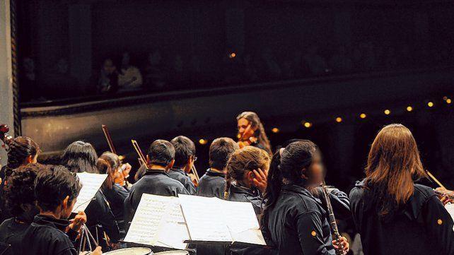 En el teatro. La orquesta de Ludueña recorrió la ciudad e incluso tocó en La Comedia.