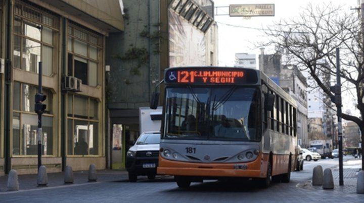Sobre ruedas. Los colectivos urbanos de Rosario recibirán el año próximo una serie de compensaciones por la quita de subsidios nacionales.