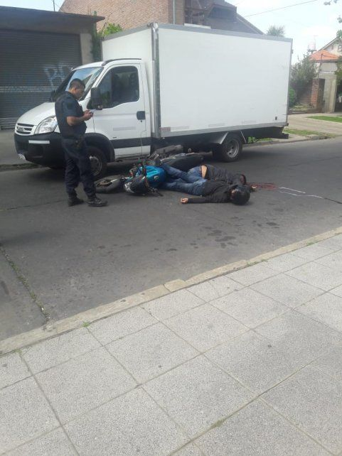 Los motochorros se enfrentaron con un policía y terminaron muertos.