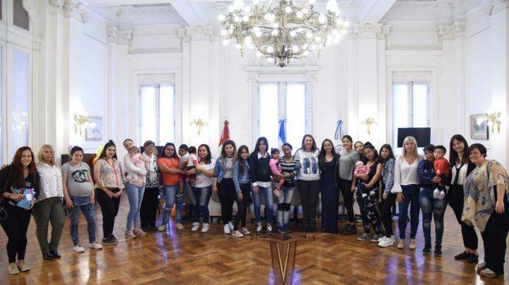 Encuentro. La foto grupal en el salón Carrasco.