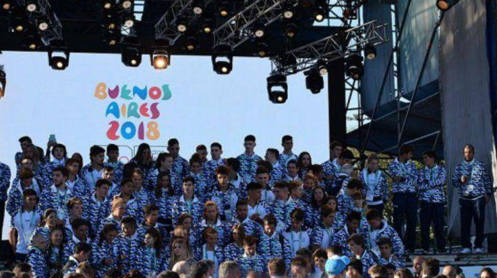 Chicos argentinos. Rodríguez rescata el desempeño deportivo y critica el corte de las becas a los jóvenes.