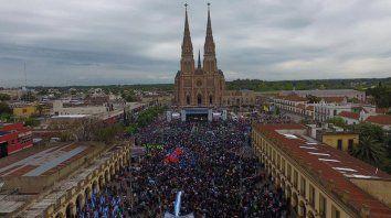 Moyano encabezó una misa por paz, pan y trabajo en Luján