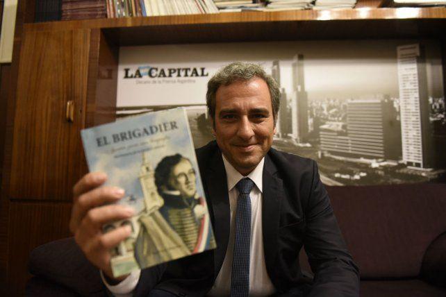 El libro. Martínez elaboró un texto ágil que permite conocer al Brigadier.