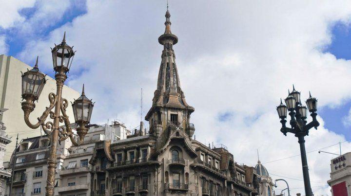 Silueta. El edificio se inauguró en 1917. Sufre grave deterioro.