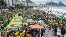 Masivo. El acto del bolsonarismo en Copacabana, Río de Janeiro. Se hizo sentir el reclamo por mano dura contra la delincuencia.