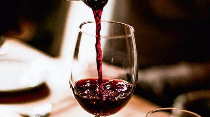 salud. Los polifenoles del vino tinto ayudan a la salud cardiovascular.