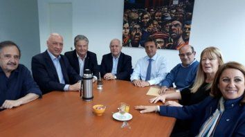 Alfonsín, Bonfatti, Fascendini, Lifschitz, Massa, Tumini, Stolbizer y Fein posan tras la reunión.