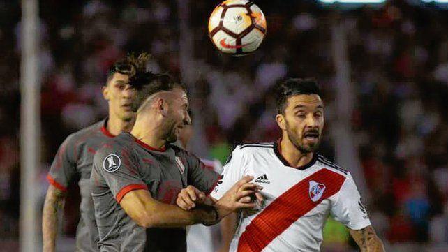 ¡Qué goleador! El ex rojinegro Ignacio Scocco estará desde el inicio ante Gremio.