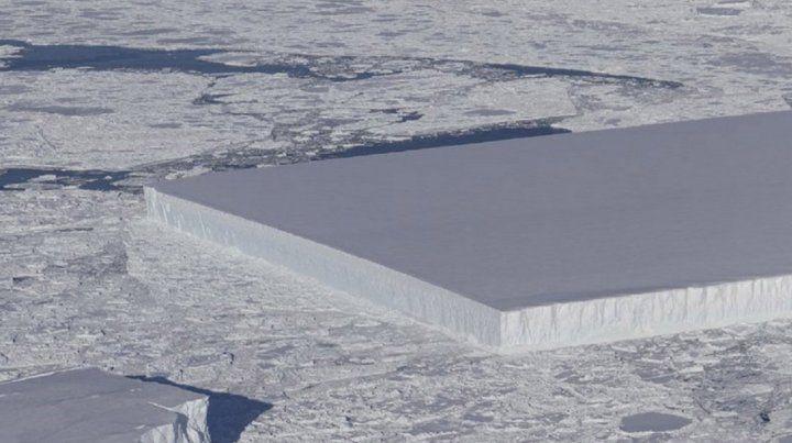 Encontraron en la Antártida un iceberg rectangular perfecto
