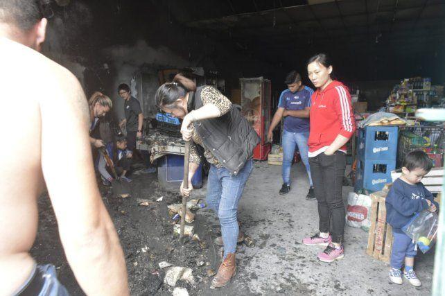 Atacaron un súper chino de zona sur con bombas molotov