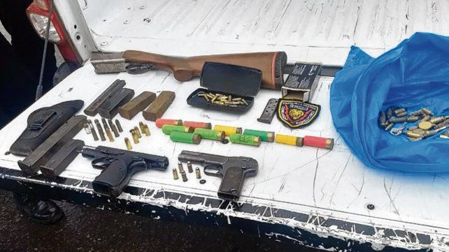 Varios calibres. Las armas incautadas a los apresados.