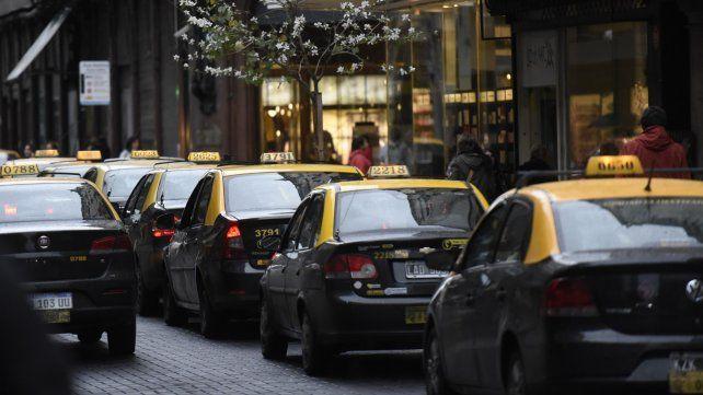 Entra en vigencia esta medianoche la nueva tarifa de taxis y remises