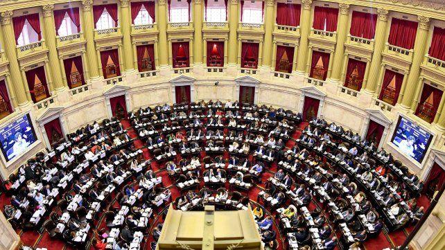 Los diputados debatieron durante 18 horas.