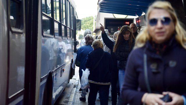 Lanzan línea para denunciar acoso en el transporte metropolitano