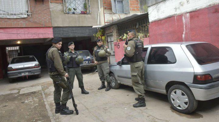 Efectivos de Gendarmería en barrio Municipal