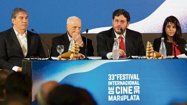 Conferencia. Martínez Suárez y Ralph Haiek