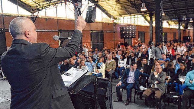 Al mejor postor. Ocho martilleros de Rosario y cuatro de Santa Fe condujeron con oficio las pujas por cada lote. Más de 600 personas participaron del encuentro público.