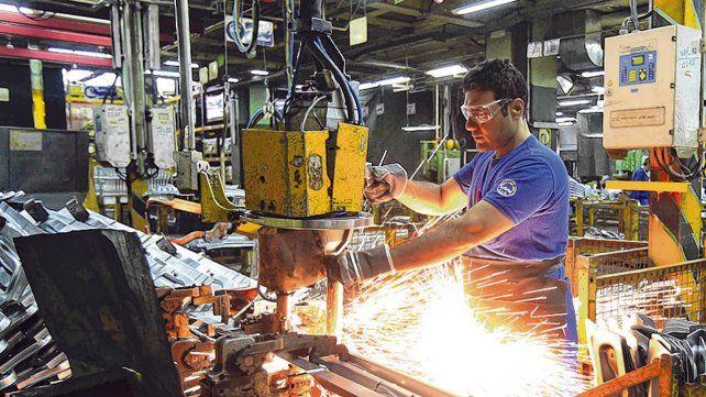 Industria. El sector manufacturero es uno de los que más sufre con el modelo económico de Macri.