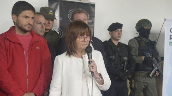 En Gendarmería. Los ministros Pullaro y Bullrich tras el operativo.