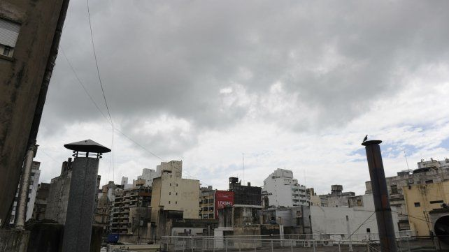 El viernes arrancó con cielo amenazante, pero no se anuncian lluvias para este fin de semana