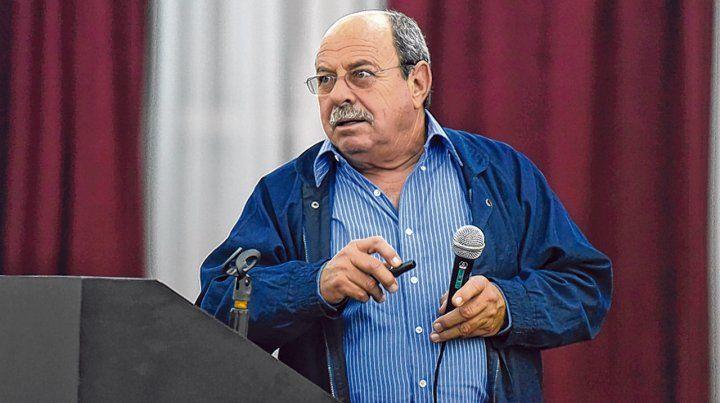 El profesor Gil Ramón González González disertó en la Universidad Nacional de Rosario (UNR).