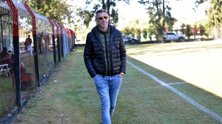 Postura clara. El vice rojinegro Cristian DAmico dijo que es una vergüenza que se juegue en cancha de Arsenal y sin público.